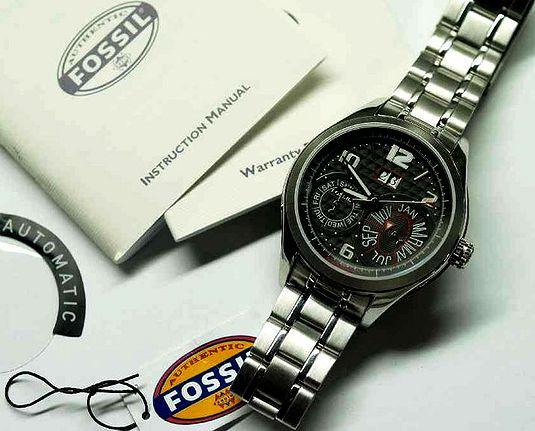 8b500ab5548 ... vlajkovou značkou je Zodiac. Ale i pod produkcí a distribucí hodinek  jako Diesel